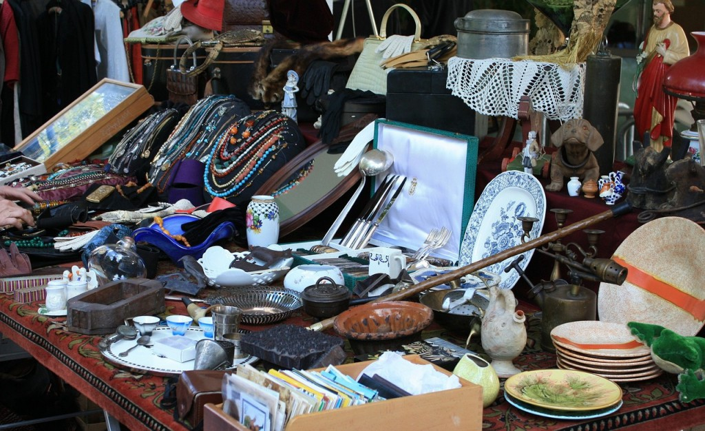 A student s guide to the best nyc flea markets and thrift for Best consignment stores nyc
